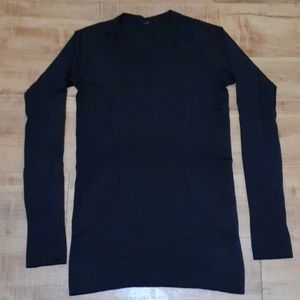 Women's Black Lululemon swift shirt Size 6
